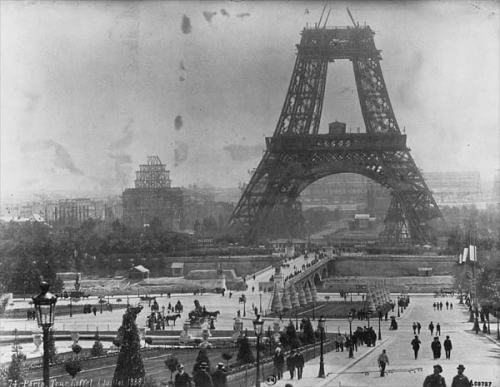 tour_eiffel_1878_en_construccion