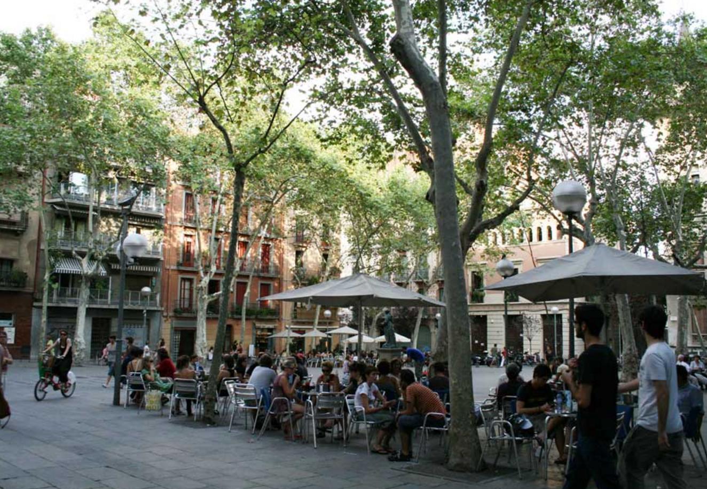Las 5 mejores terrazas para tomar algo en el barrio de for Tomar algo en barcelona noche